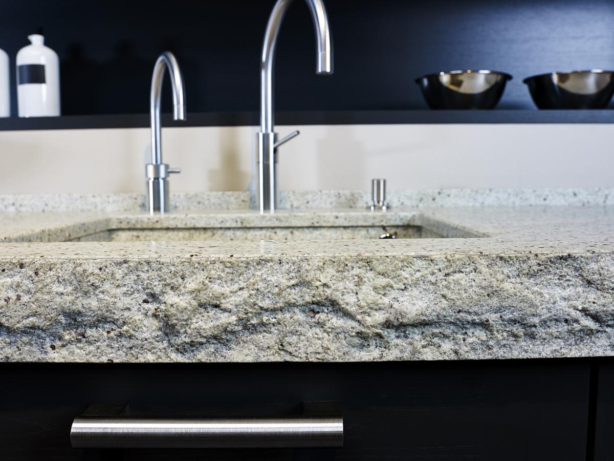 arbeitsplatte aus granit kashmir white matt. Black Bedroom Furniture Sets. Home Design Ideas